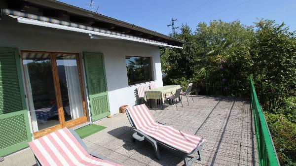 Villa di 90 m² con 2 camera(e) e 1 bagno(i) privato(i) in zona Miasino Miasino